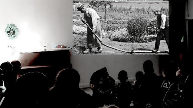Projection d'un film à la Maison des Fougères