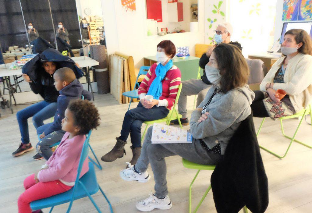 Projection avec les masques à la Maison des Fougères